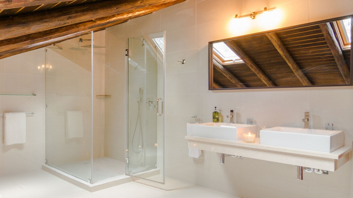 "<a href='https://figsonthefuncho.com/wp-content/uploads/2015/09/bathroom-modern-villa-holiday-rent-portugal-45-ed.jpg' data-rel=""prettyPhoto[758]"" data-rel=""prettyPhoto[758]""></a>"