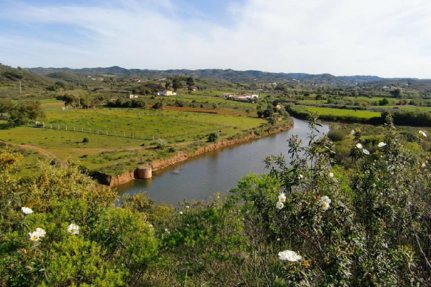 Retreat activities in Southern Europe | open fields on the via-algarviana portugal