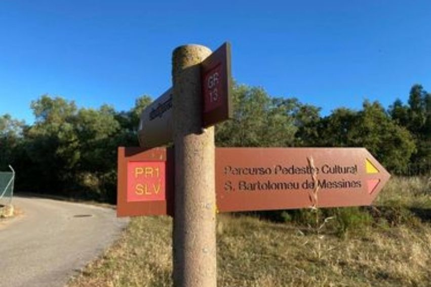 via algarviana walking route sign countryside